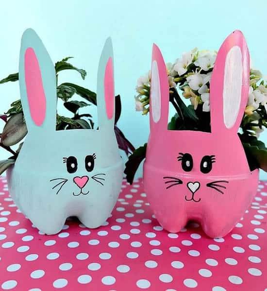 Vasinhos de flor de coelhos da Páscoa