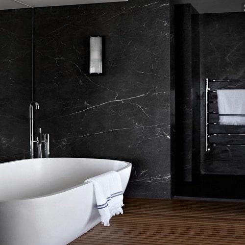 banheiro de Mármore Preto