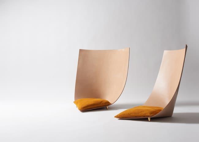 cadeiras diferentes com almofada