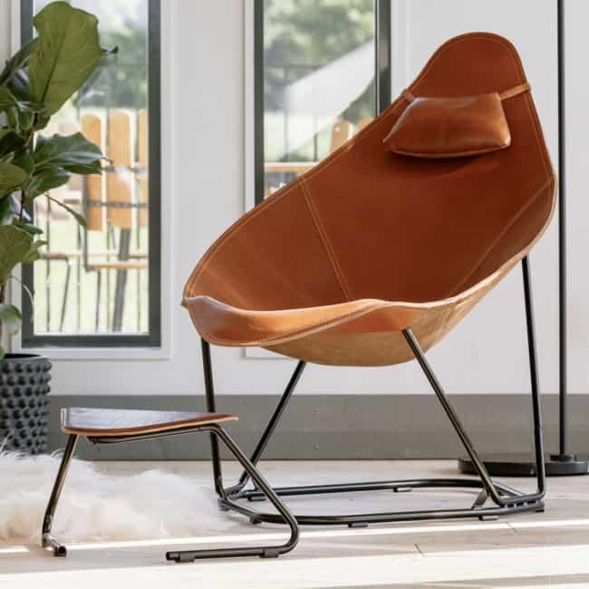 cadeiras diferentes com couro confortavel