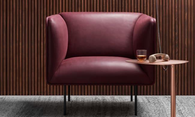 cadeiras diferentes cor vinho