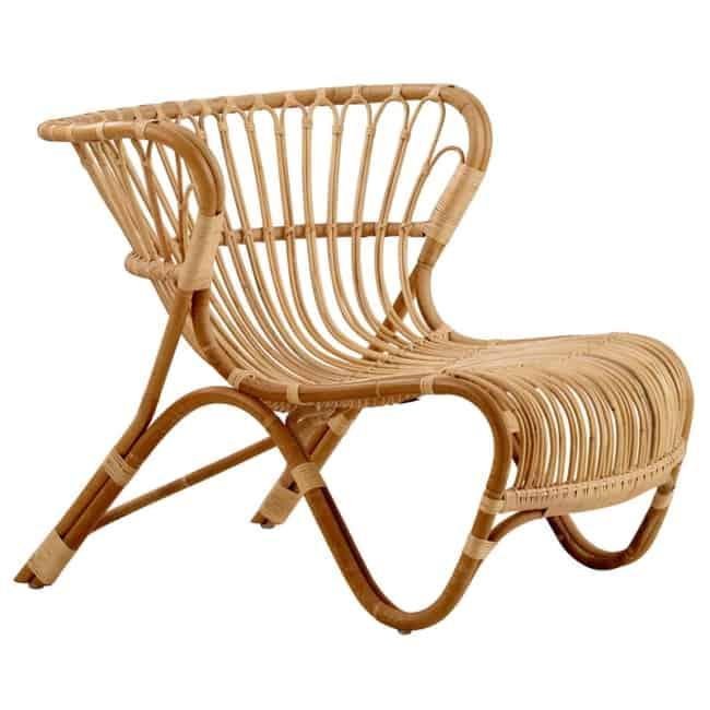 cadeiras diferentes de madeira linda