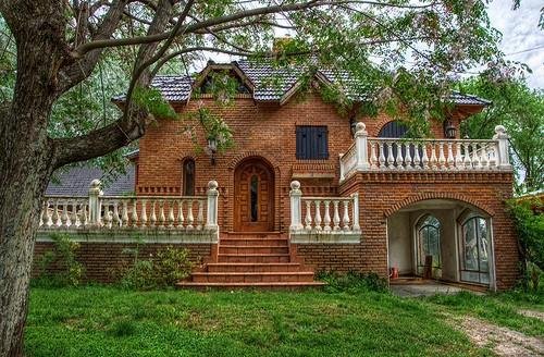 casa antiga e rustica com tijolos