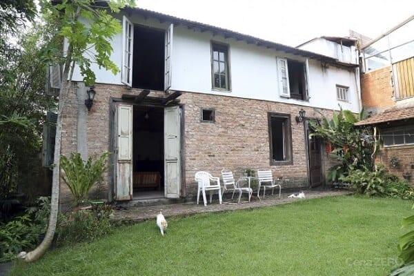 casa antiga rustica com tijolo