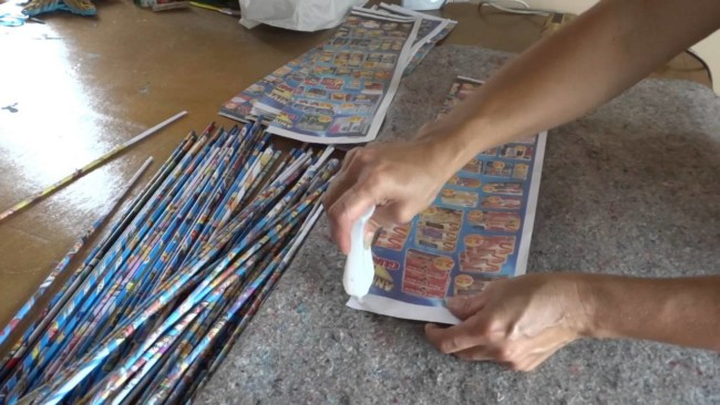 cesta de jornal canudinhos