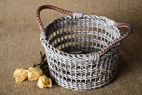 cesta de jornal com duas alças