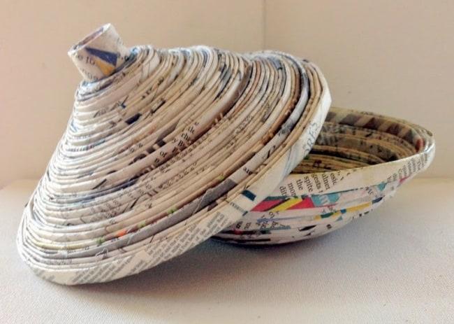cesta de jornal com tampo redondo