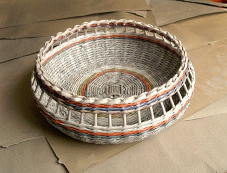 cesta de jornal trabalhada na borda