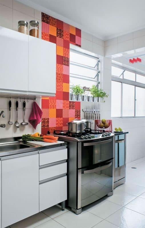contact no azulejo da cozinha