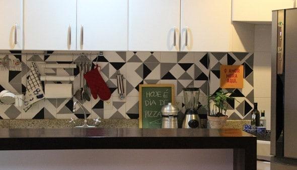 decor com Papel contact na parede da cozinha