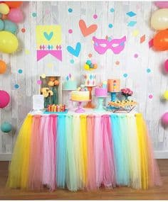 decoração de Carnaval com tule para festa de aniversário