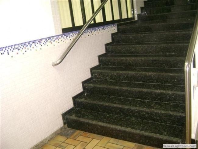 escada longa com Granito Verde Ubatuba