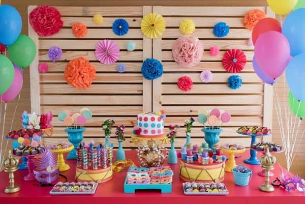 festa de aniversário com tema carnaval 37