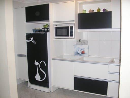 geladeira da cozinha com papel contact