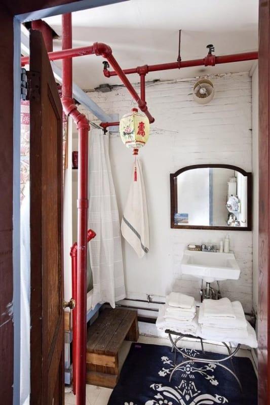 lavabo e banheiro com Tubulação aparente