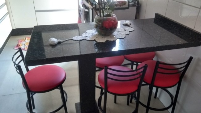 mesa pequena com Granito Verde Ubatuba