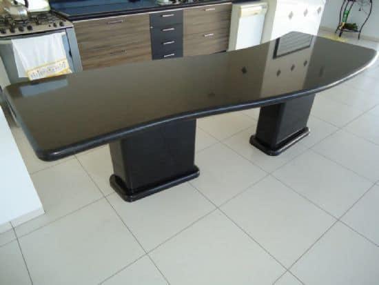 mesa planejada com Granito Verde Ubatuba
