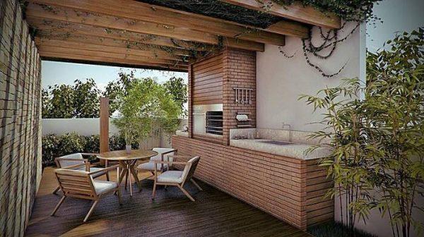 Área de lazer com churrasqueira em quiosque de madeira