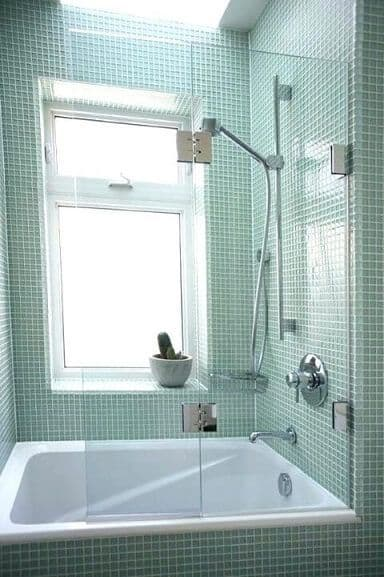 banheira pequena com chuveiro