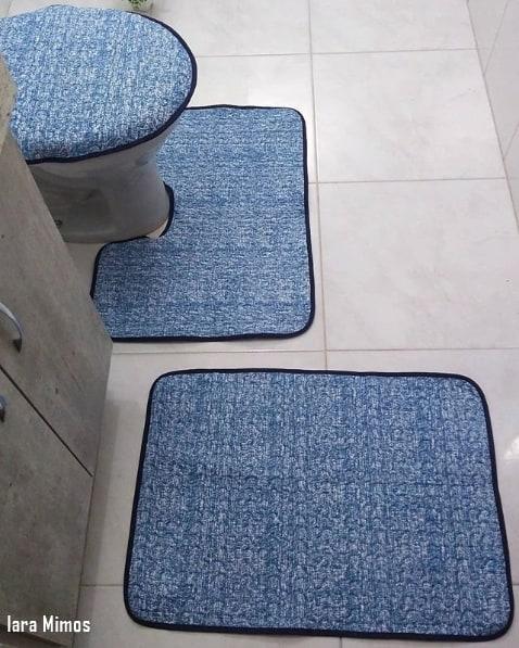 conjunto de tecido azul para banheiro