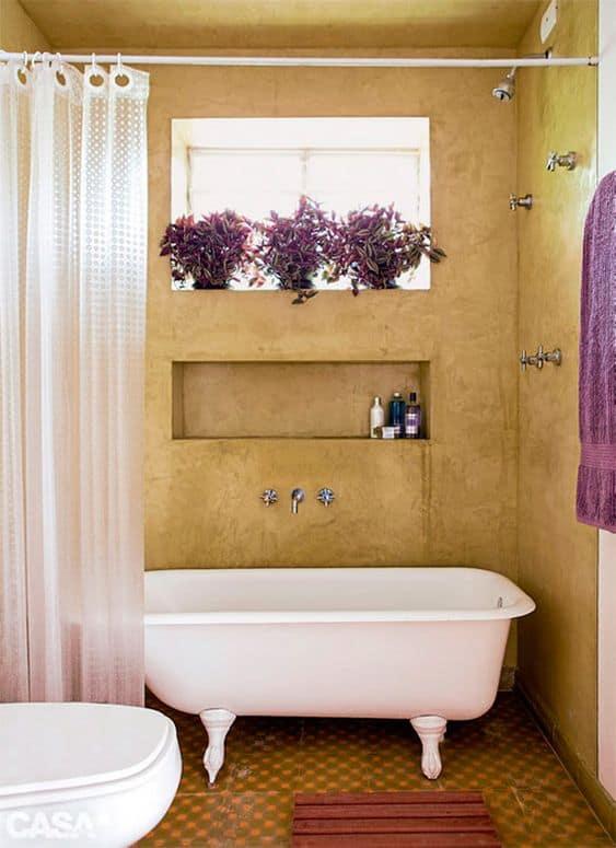 banheiro rústico com banheira pequena