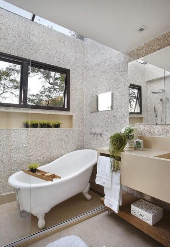 banheiro pequeno com banheira vitoriana