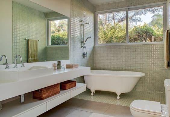 banheira vitoriana branca