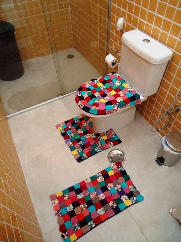 conjunto de tapetes de banheiro de fuxico