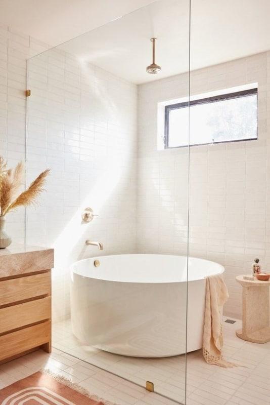 banheiro redonda pequena e branca