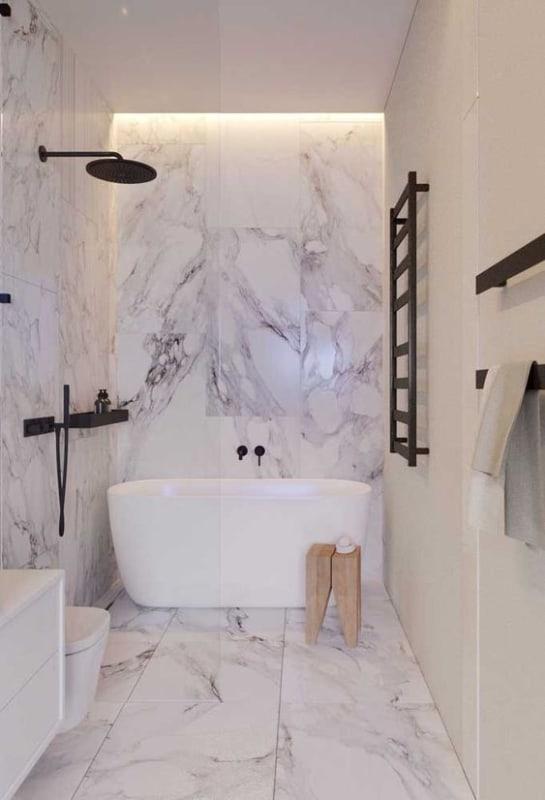 banheiro moderno com banheira oval pequena