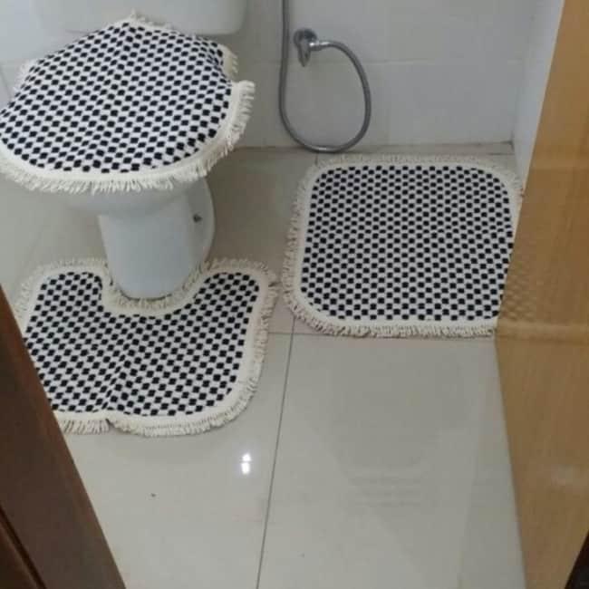jogo de banheiro preto e branco
