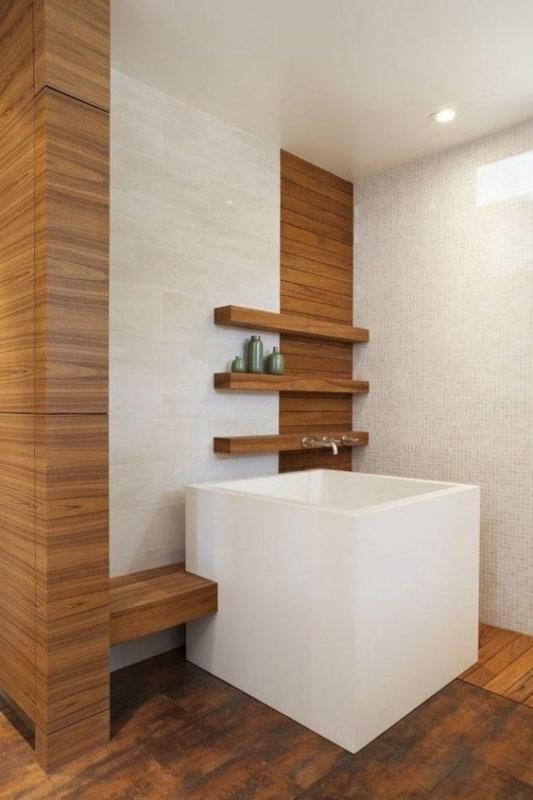 banheira quadrada e pequena