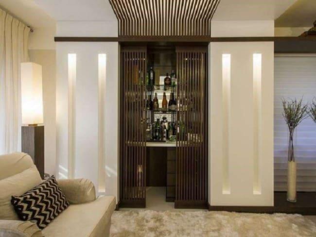 sala com bar embutido na parede