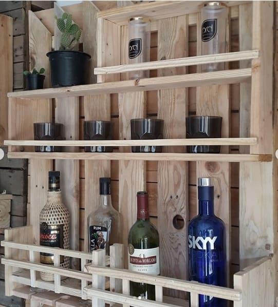 bar de parede em madeira