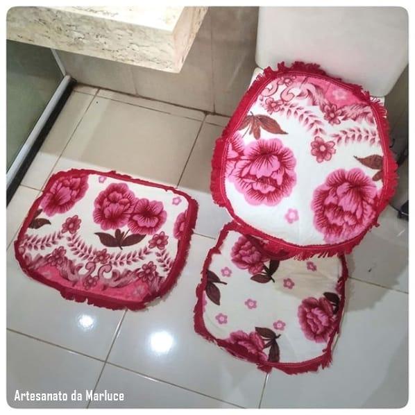 jogo de banheiro em tecido e com estampa floral