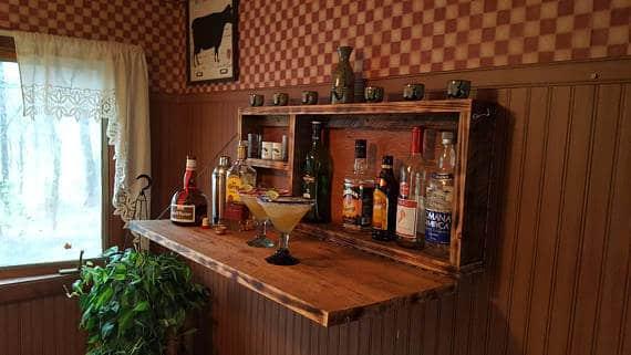 bar rústico de parede com porta