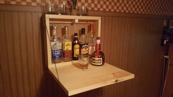 mini bar de parede com porta