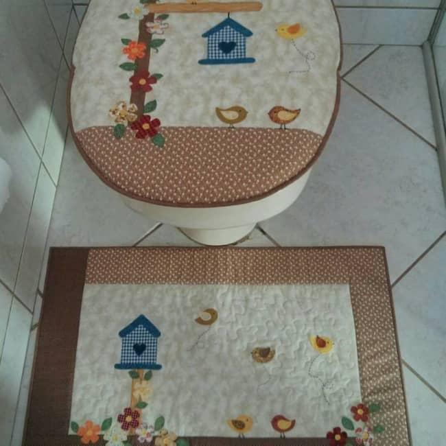 banheiro decorado com peças em patchwork