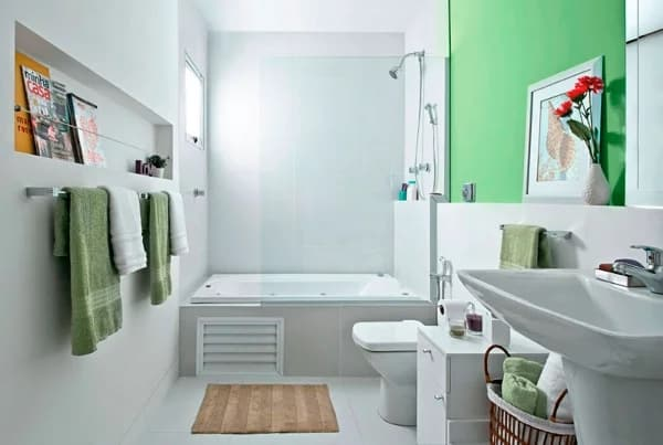 banheiro com chuveiro e banheira juntos
