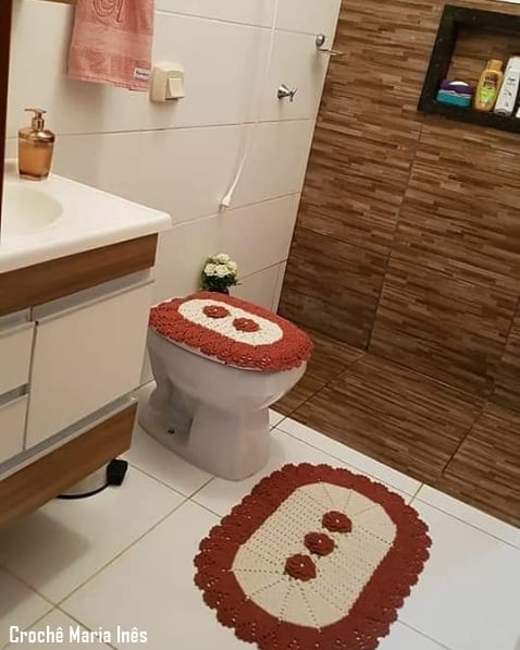 conjunto de crochê com flores para banheiro