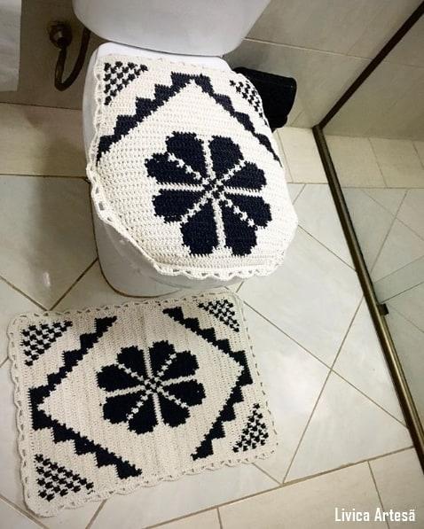 conjunto de banheiro preto e branco em barbante