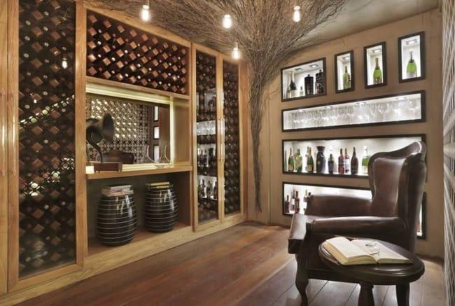 Adega e bar enriquecem ainda mais a área de lazer da mansão