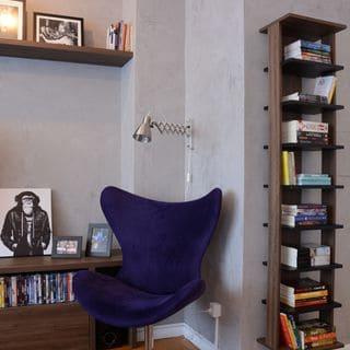 Cantinho da leitura na sala com poltrona moderna1