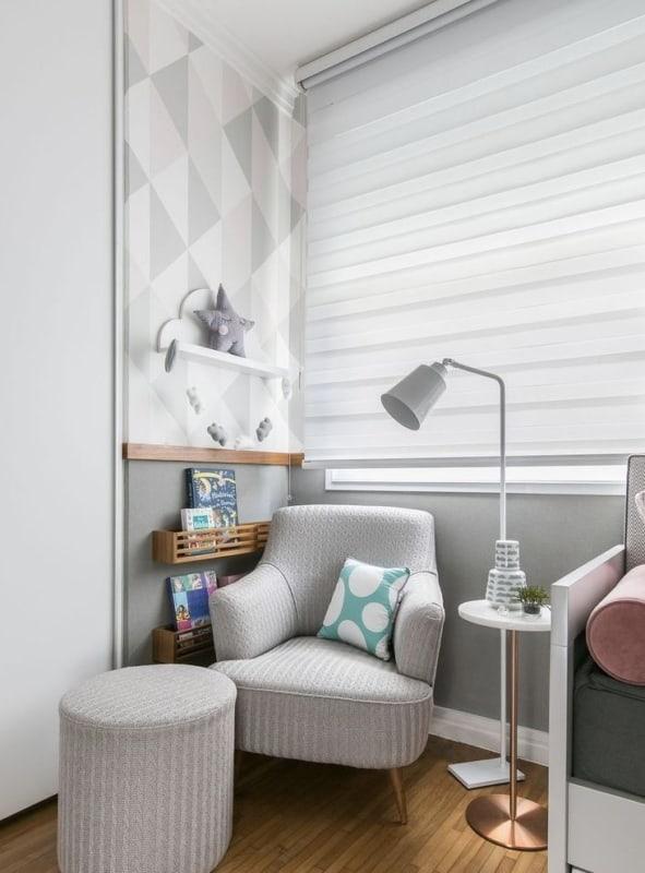Cantinho da leitura no quarto com decoração clean15