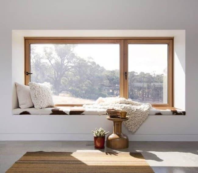 Cantinho para ler na janela com almofadas38