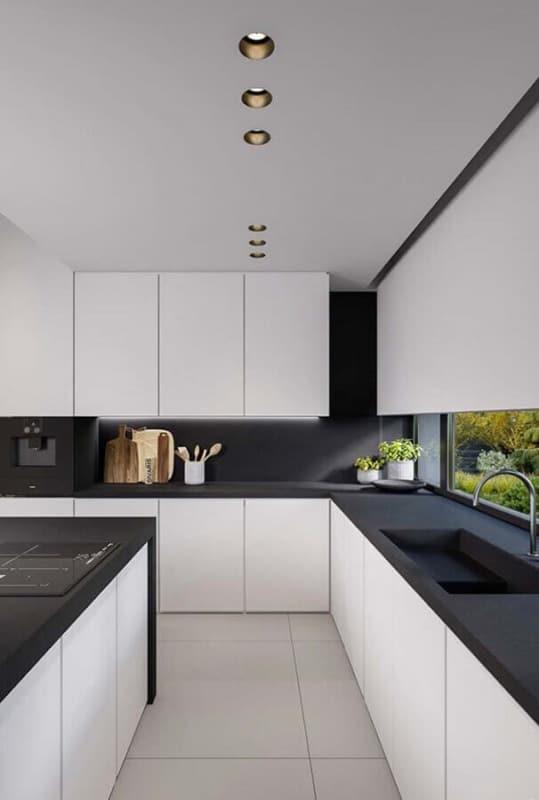 Exemplo de cozinha minimalista com elementos pretos e brancos