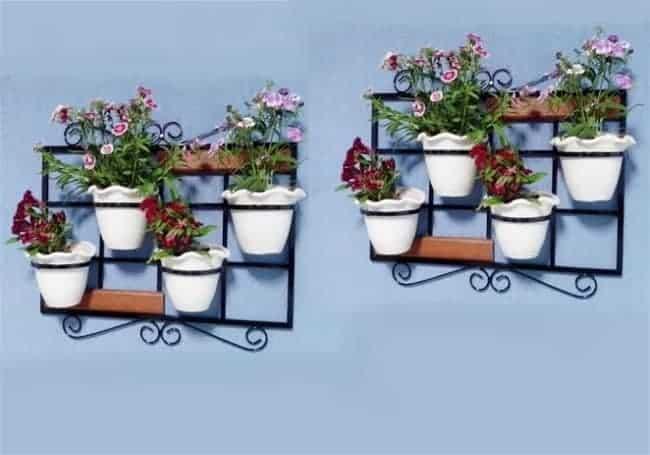 Floreira de ferro para parede com vasinhos brancos11