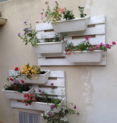 Floreira de paletes para parede pequena pintada de branco31