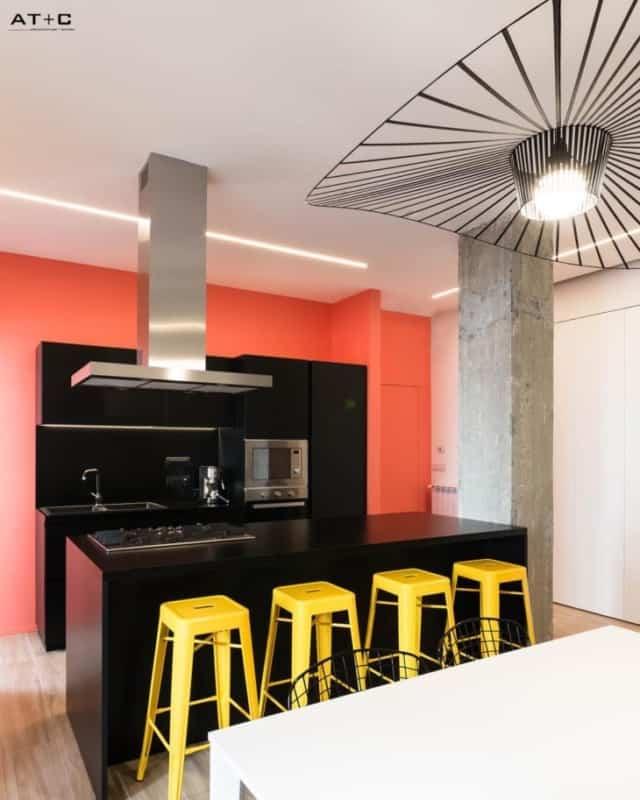 Laranja com preto na cozinha