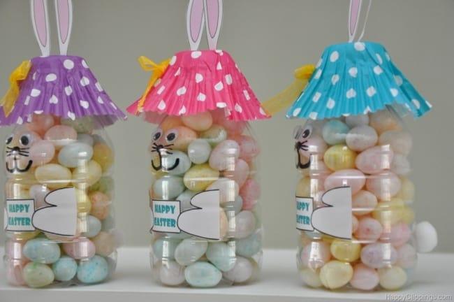 Lembrancinha de coelhinhos feitos com garrafas PET